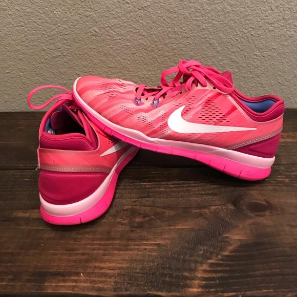 4865ccf62b3f ... 5 Print Women s Training Shoe. Nike. M 5cacf06d2e7c2f3fc544dfa2.  M 5cacf06ed40008fecb9fa6dd. M 5cacf73c264a55bcf841d82a.  M 5cacf73ede696a47a1a1a15f